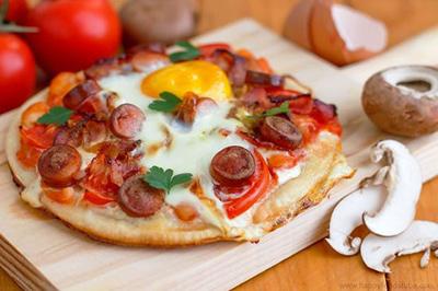 نحوه درست کردن پیتزا مخصوص صبحانه,طرز پخت پیتزا صبحانه