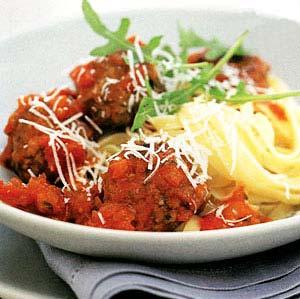 خوراک کوفتهریزه با پاستا ( غذایی ایتالیایی )