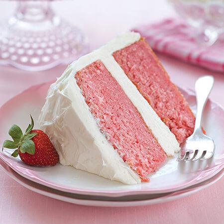 دستور تهیه کیک خامه ای با توت فرنگی