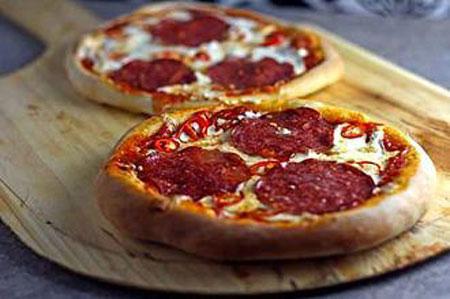 طرز تهیه پیتزا سالامی تند,نحوه پخت پیتزا سالامی تند