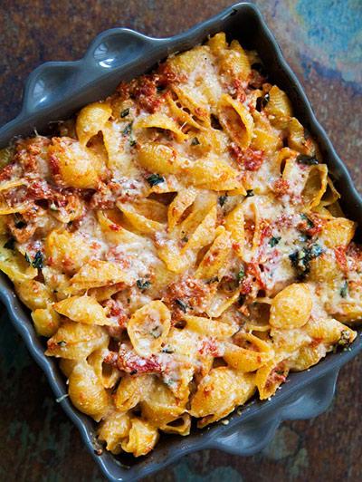 طرز تهیه پاستای تن ماهی و سس گوجه فرنگی