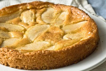 دسرهای فصل زمستان,پخت کیک سیب داغ