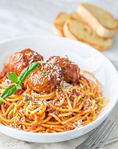 طرز تهیه اسپاگتی با سس گوجه و میت بال