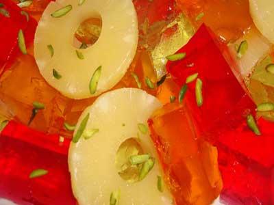 تزئین ژله مكعبی شكل با كمپوت آناناس