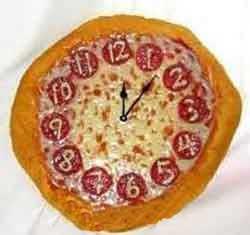 پیتزا به شکل ساعت برای کودک