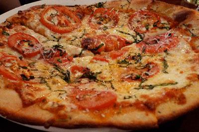 پخت پیتزا گوجه ای, درست کردن پیتزا مارگاریتا