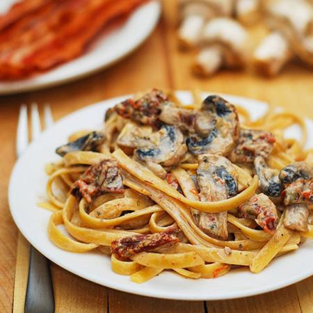 فتوچینی با سس قارچ و سیر,پخت فتوچینی با سس قارچ و سیر