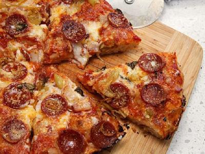 مواد لازم برای پیتزا با نان پیتا, طرز تهیه پیتزا با انواع نان