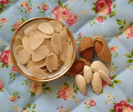 طرز تهیه پرک بادام, تهیه ی پرک و خلال بادام