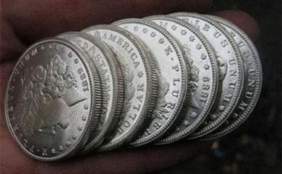 معمای سکه های تقلبی