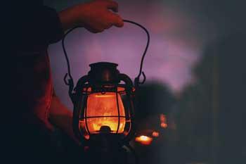 حکایت جالب روز با چراغ گرد شهر