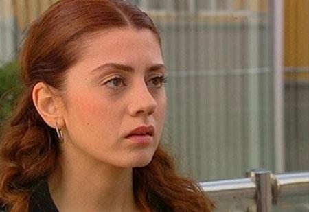 بازیگر نقش لیلا در سریال برگ ریزان
