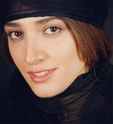 مینا ساداتی,بیوگرافی مینا ساداتی