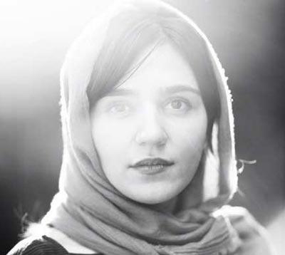 فیلم های مونا احمدی,زندگینامه مونا احمدی