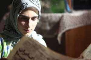 گفتگو با مونا احمدی، بازیگر وضعیت سفید