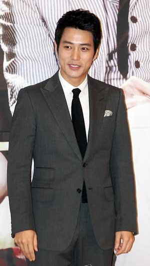 کانگ جی هوان,بیوگرافی کانگ جی هوان