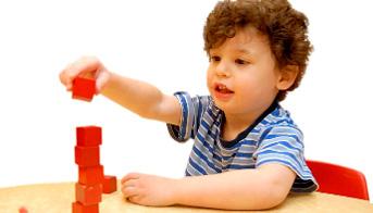 علائم بیماری اوتیسم,بیماری اوتیسم,کودک مبتلا بیماری اوتیسم