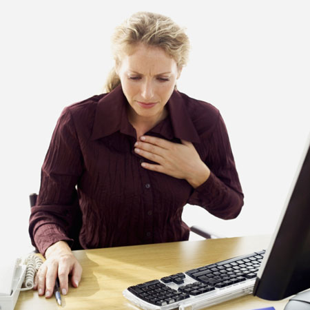 علت درد سینه,درد سينه نشانه چيست,علت درد سينه در زنان