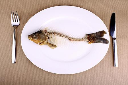 راههای درآوردن تیغ ماهی از گلو, استخوان ماهی گیر کرده در گلو, تیغ ماهی گیر کرده در گلو