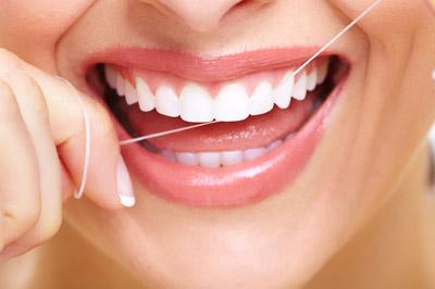 بیماری التهاب زبان,پیشگیری از التهاب زبان,نخ دندان