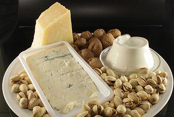 غذاهای مفید مضر برای رژیم لاغری,آجیل،پنیر و قهوه