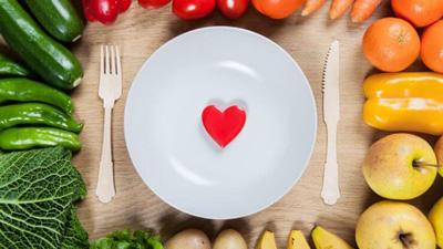 تپش قلب بعد از غذا خوردن, خوراکی هایی که باعث تپش قلب می شوند