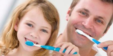 نخ دندان,ويژگيهاي يک مسواک خوب,مسواک هاي سخت