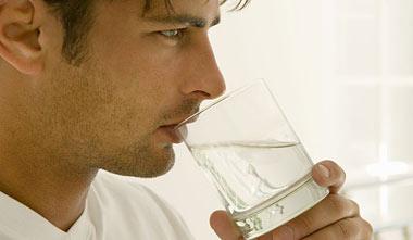 نشانه هایی که از کم آب شدن بدن خبر می دهد