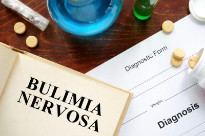 بولیمیا,بیماری بولیما,بولیمیا چیست,علائم بیماری بولیمیا,عوارض بولیمیا