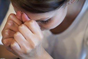 علت درد عادت ماهانه,علت قاعدگی دردناک,داروهای گیاهی برای کاهش درد قاعدگی