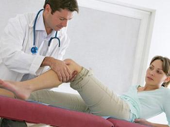 آرتروز,دلیل ابتلا به آرتروز,معاینه بیمار توسط پزشک