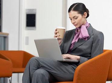 طرز صحیح نشستن ,خطرات ضربدری نشستن