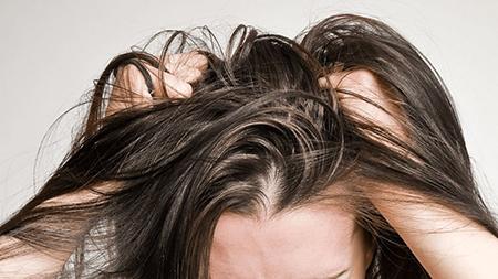 ریشه موهام درد میکنه, علت درد گرفتن ریشه موی سر