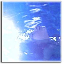 آیا تا بحال به فواید درمانی شنا دقت کرده اید؟!!