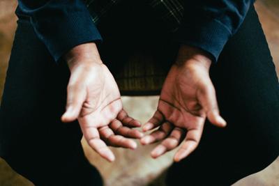 عرق کردن کف دست به هنگام استرس, عرق کردن دست و پا