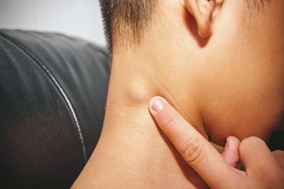 علت تورم غدد لنفاوی گردن, تورم غدد لنفاوی زیر بغل