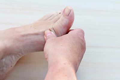 درد انگشتان پا و سر شدن, علت درد انگشتان پا