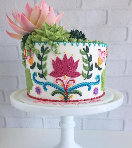 تزیین جالب کیک تولد,کیک با طرح های گلدوزی