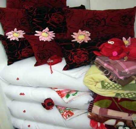 روش های چیدن رختخواب های عروس,تزیین رختخواب عروس,نحوه ی چیدمان پتو برای عروس