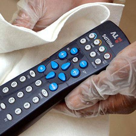 تمیز کردن محیط های آلوده خانه,تمیز کردن ریموت کنترل کثیف