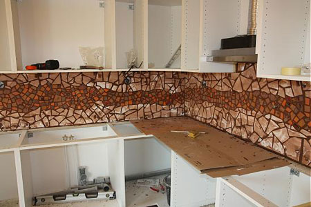 آموزش تزیین دیوار آشپزخانه,مراحل ساخت معرق کاشی