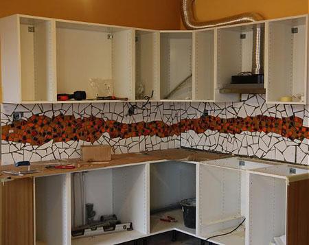 معرق کاشی روی دیوار آشپزخانه,طراحی آشپزخانه با کاشی شکسته