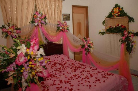 نحوه تزیین اتاق خواب عروس, تزیین تخت خواب عروس