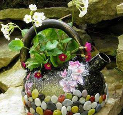 ايده هايي براي كتري هاي قديمي,تزيين كتري هاي قديمي با سنگ و گل