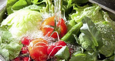 ضد عفونی کردن سبزیجات تابستانی با این محلول خانگی !!!