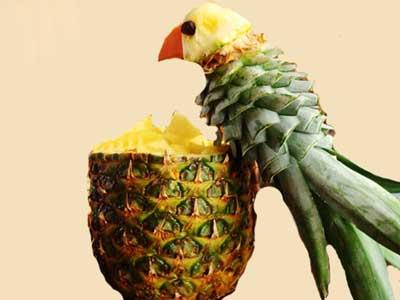 تزيين آناناس به شكل طوطي