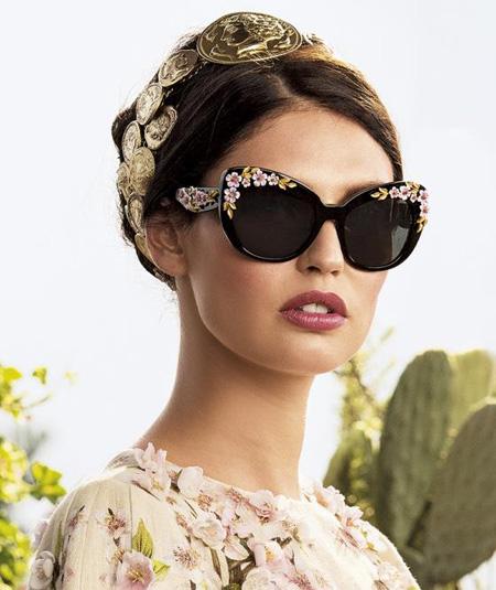 تزیین عینک شبیه برند شنل,تزیینات ساده و زیبای عینک