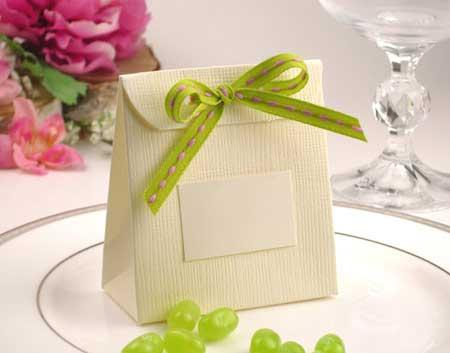 تزیین هدایای روز کارمند, مدل تزیین هدایای رسمی