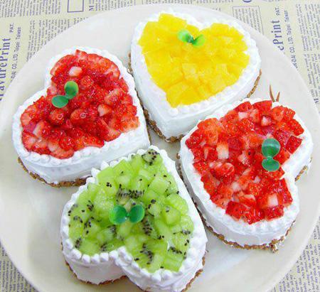 تزیین کیک با خامه و میوه,تزیین کیک اسفنجی با میوه