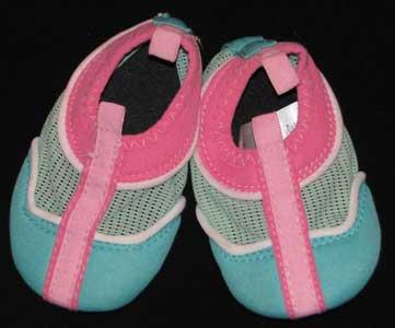 تمیز کردن انواع کفش, کفش های روشن, نگهداری از پاپوش, انواع کفش, تمیز کردن کفش های کتانی, پاک کردن انواع کفش ها, کفش مردانه, تمیز کردن کفش,نگهداری از پاپوشها, کفش های کتانی, پاپوش,